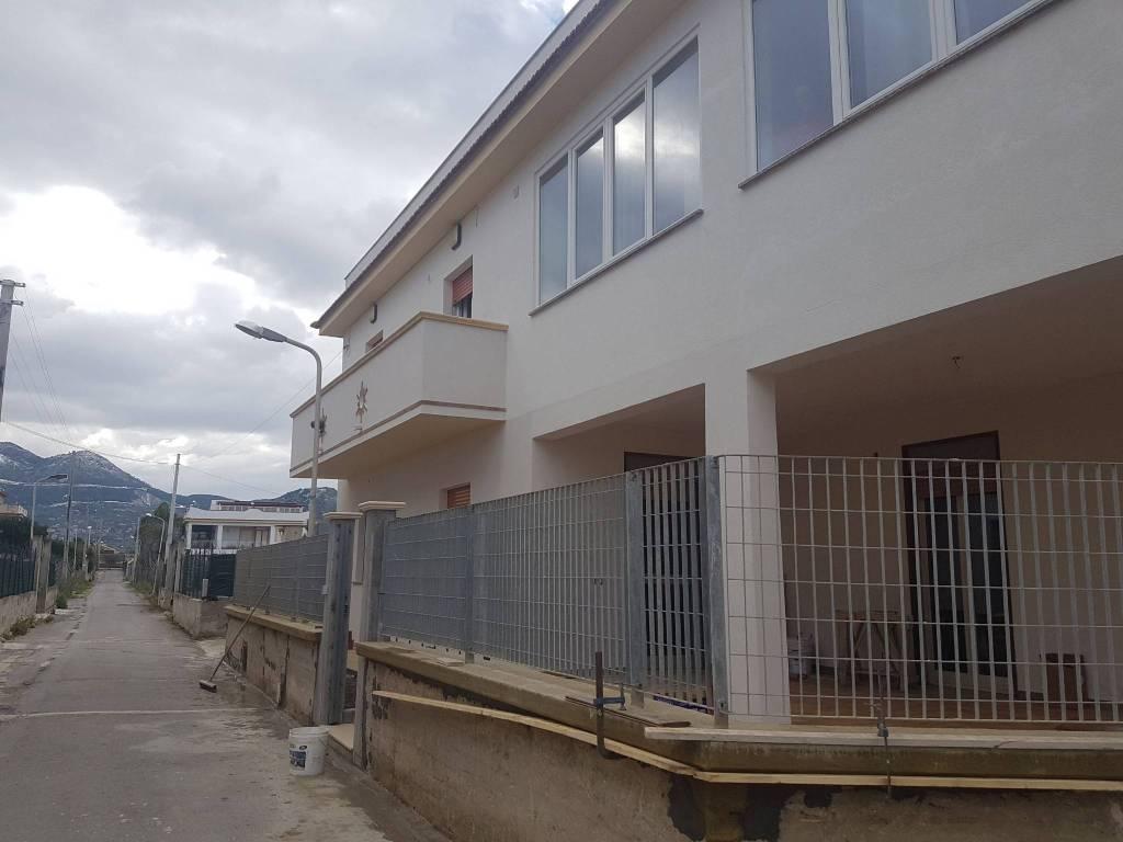 Appartamento in buone condizioni in affitto Rif. 9273813