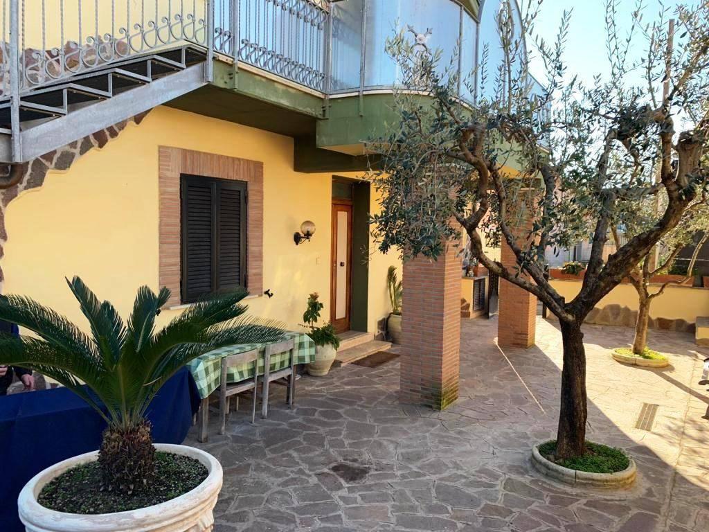 Appartamento in buone condizioni parzialmente arredato in affitto Rif. 9273644