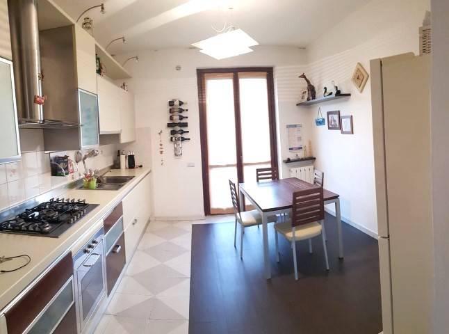 Appartamento in buone condizioni in vendita Rif. 9272010