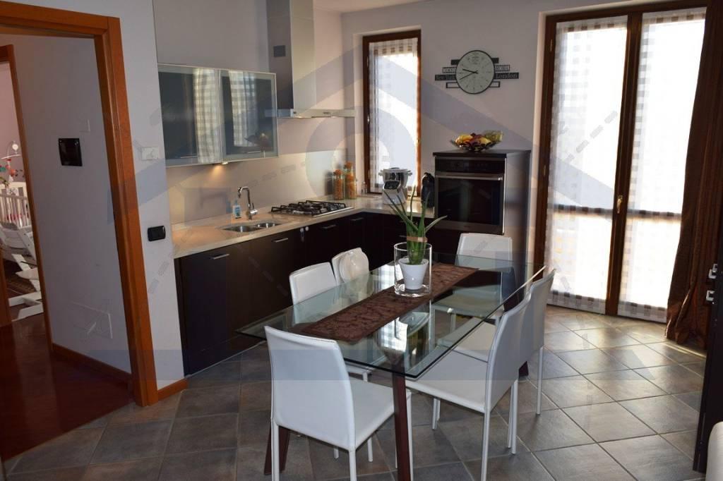 Appartamento in ottime condizioni in vendita Rif. 9271041