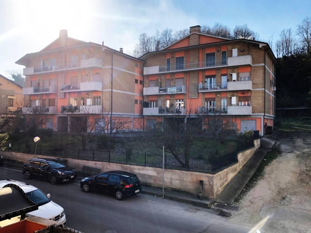 Appartamento in buone condizioni in vendita Rif. 9259587
