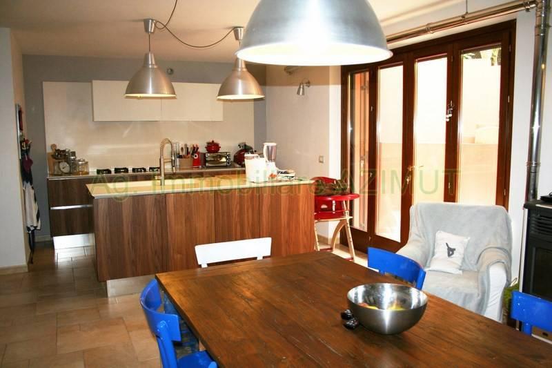 Appartamento in ottime condizioni arredato in affitto Rif. 9269036