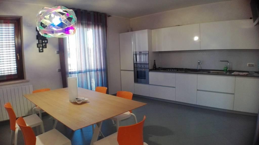 Tuscania, appartamento con garage doppio.