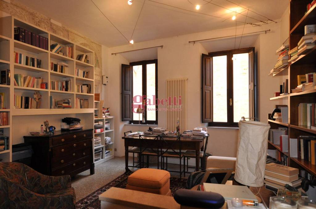 Appartamento in buone condizioni arredato in affitto Rif. 9317263