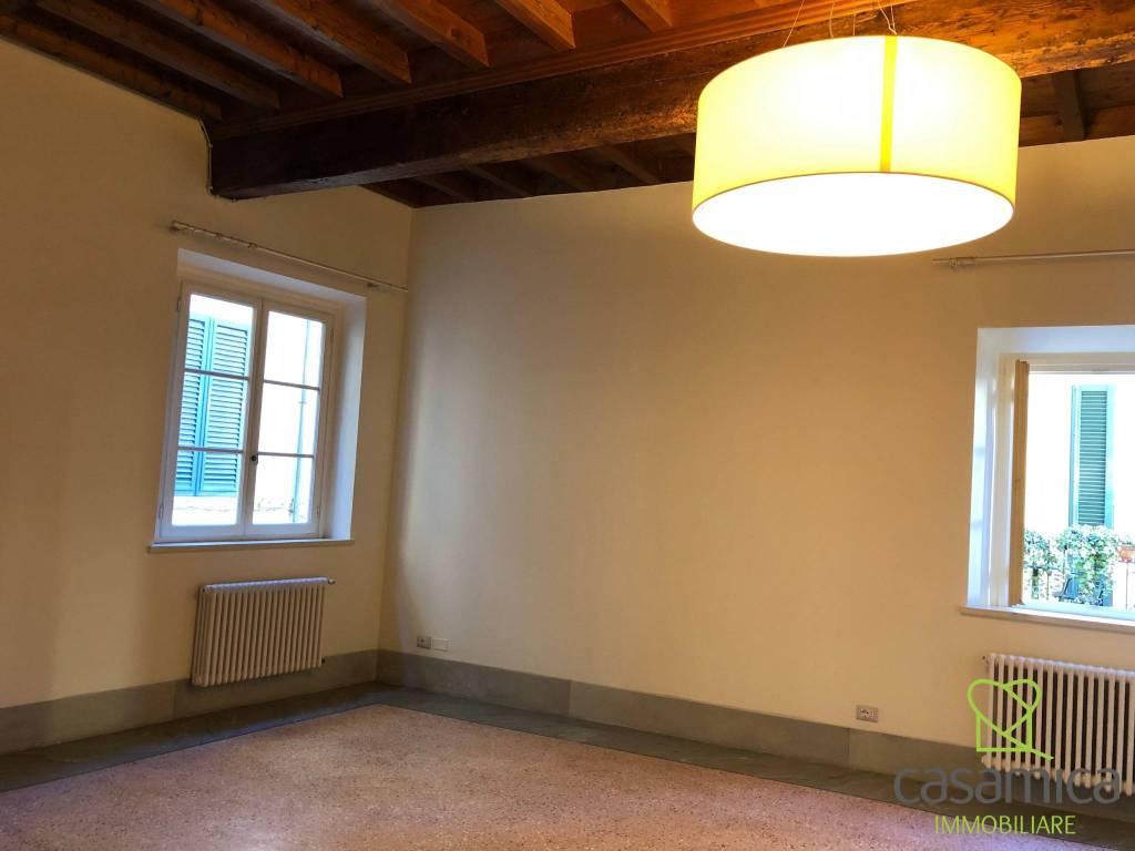 Appartamento in ottime condizioni parzialmente arredato in affitto Rif. 9269774