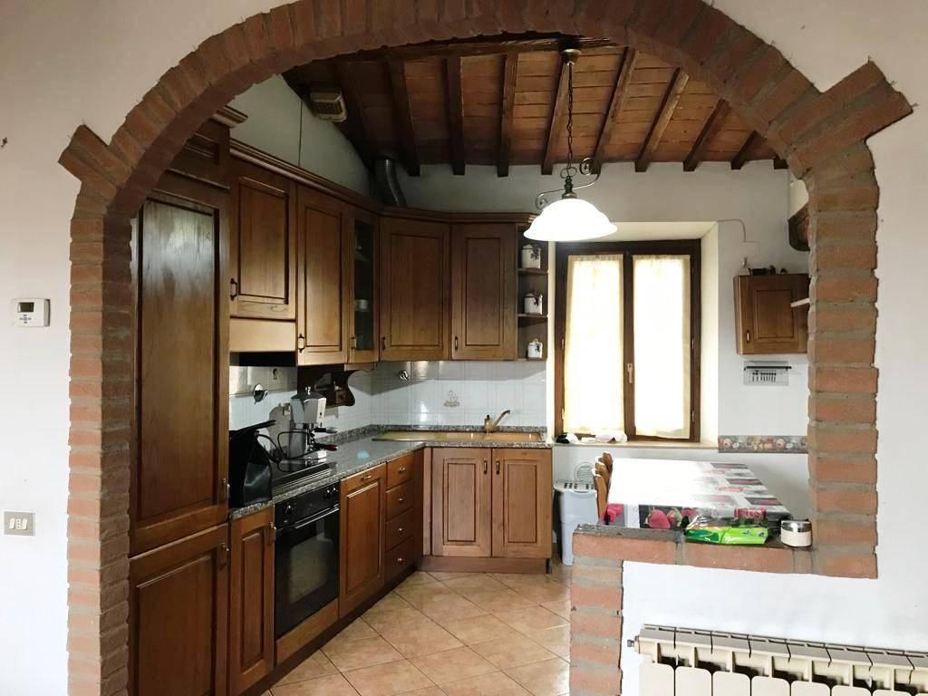 Appartamento in ottime condizioni parzialmente arredato in vendita Rif. 9273065