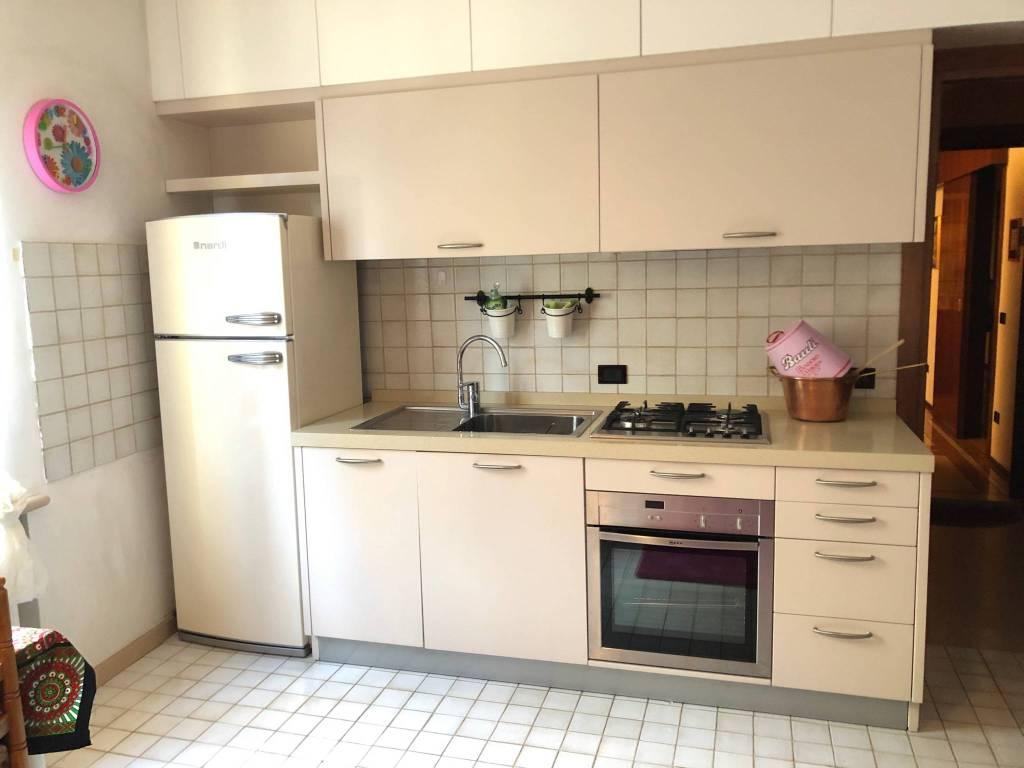 Appartamento in buone condizioni arredato in affitto Rif. 9269578