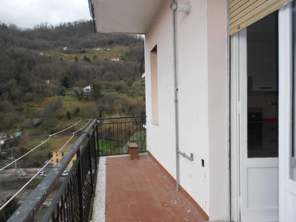 Appartamento in buone condizioni in affitto Rif. 9272505