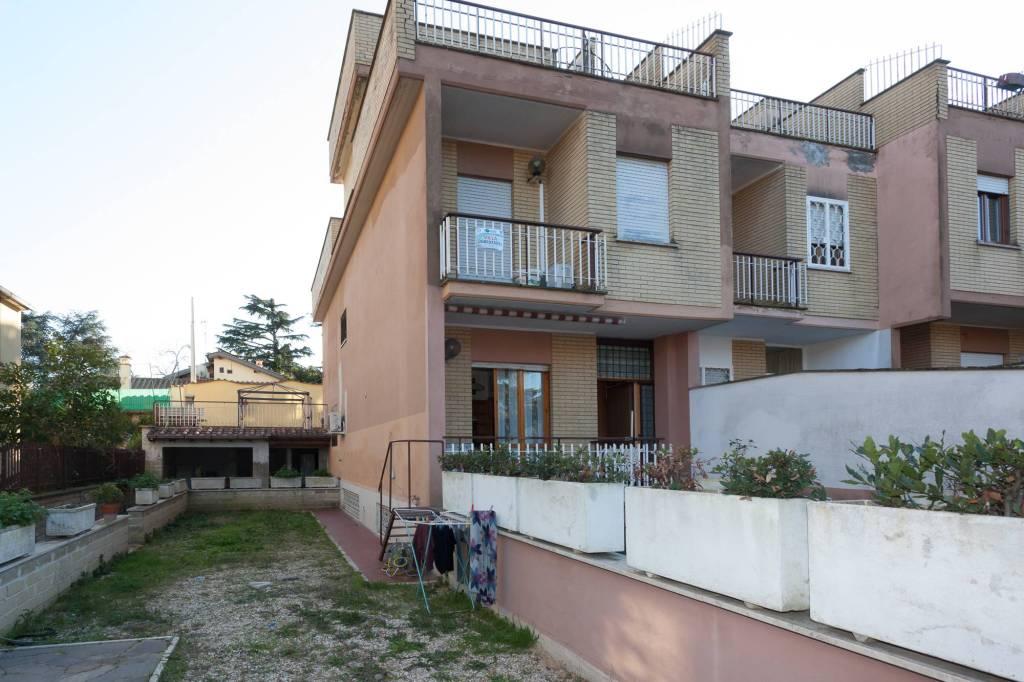 Villetta a schiera in buone condizioni in vendita Rif. 8940290