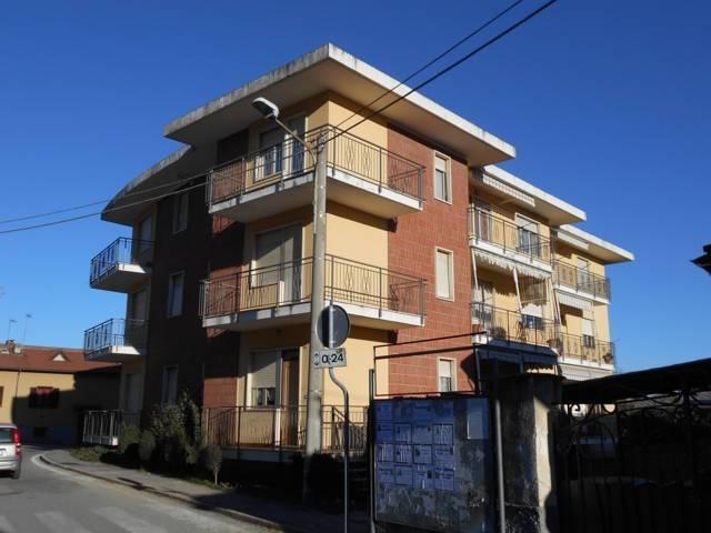 Appartamento in buone condizioni in affitto Rif. 9273073