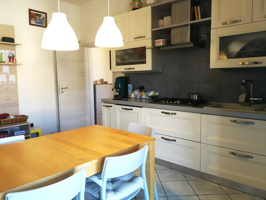Appartamento in ottime condizioni in vendita Rif. 9269408