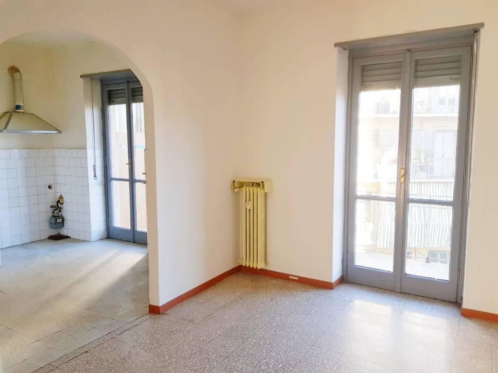 Appartamento in buone condizioni in affitto Rif. 9275814