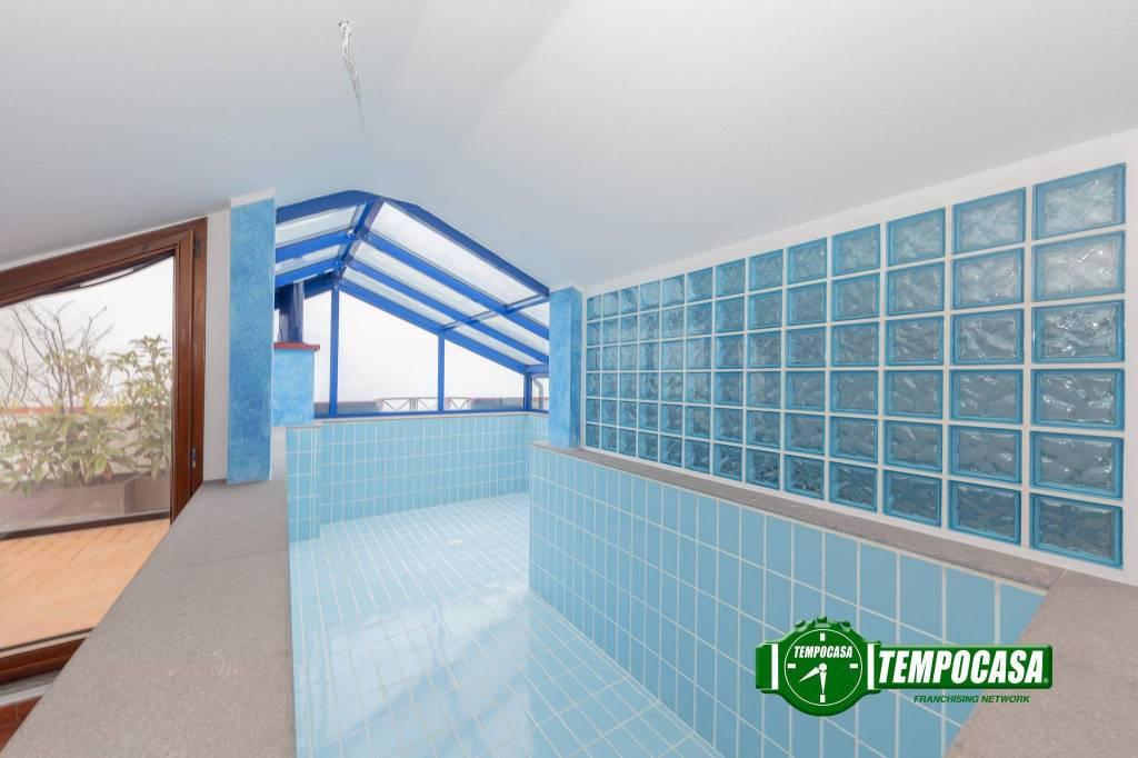Appartamento in buone condizioni in vendita Rif. 9269231