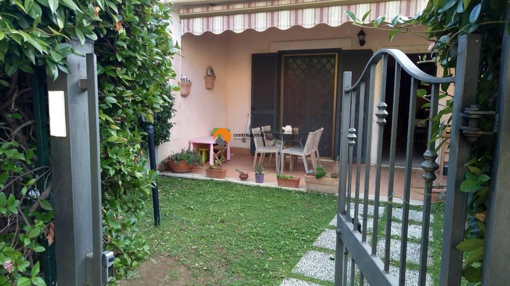 Appartamento in buone condizioni in vendita Rif. 9273030