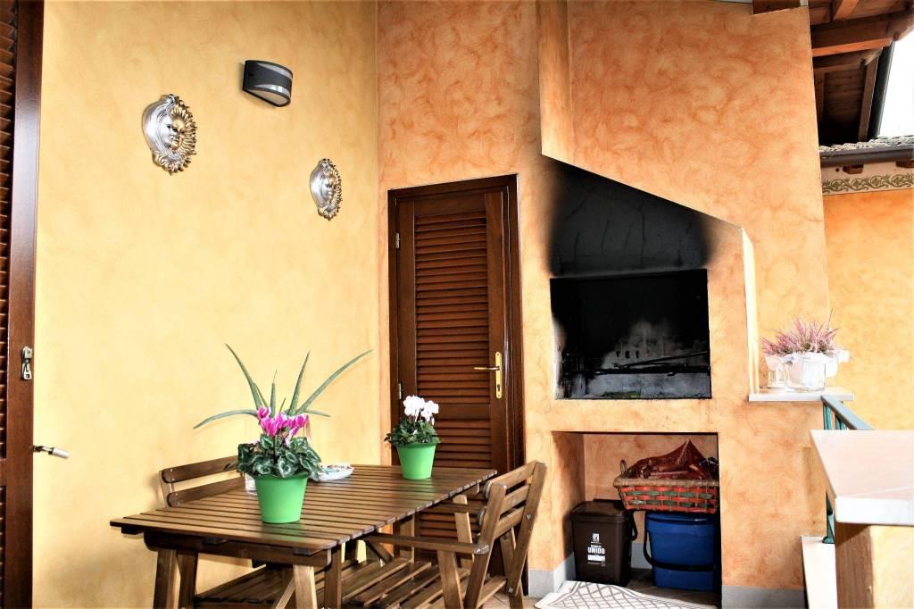 Appartamento in ottime condizioni parzialmente arredato in vendita Rif. 9269767
