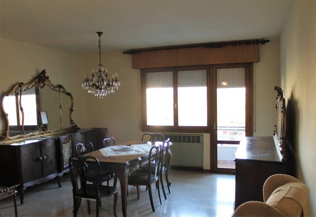Appartamento in buone condizioni in vendita Rif. 9270059