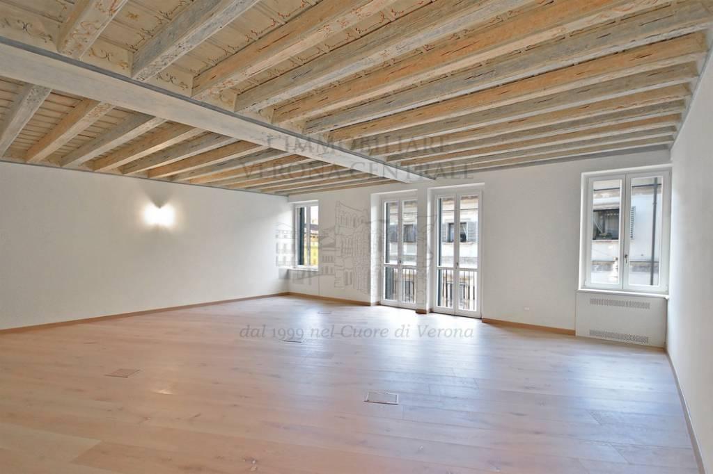 Appartamento in ottime condizioni in vendita Rif. 9268922