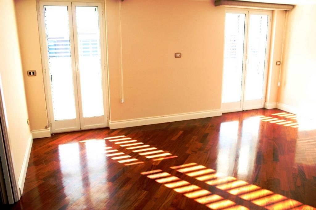 Appartamento in ottime condizioni in affitto Rif. 9274311