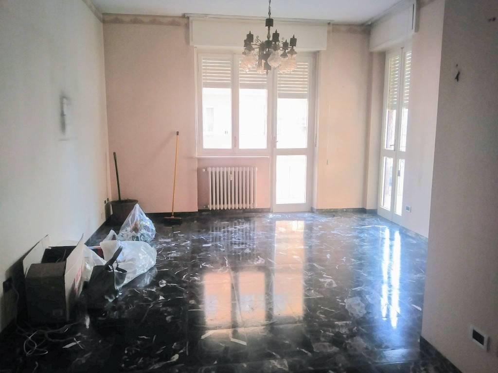 Appartamento in buone condizioni parzialmente arredato in vendita Rif. 9269883