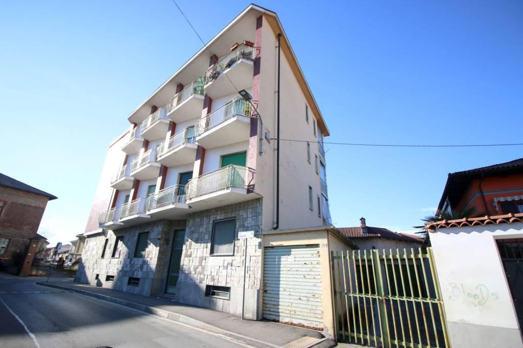 Appartamento in buone condizioni in vendita Rif. 9275065