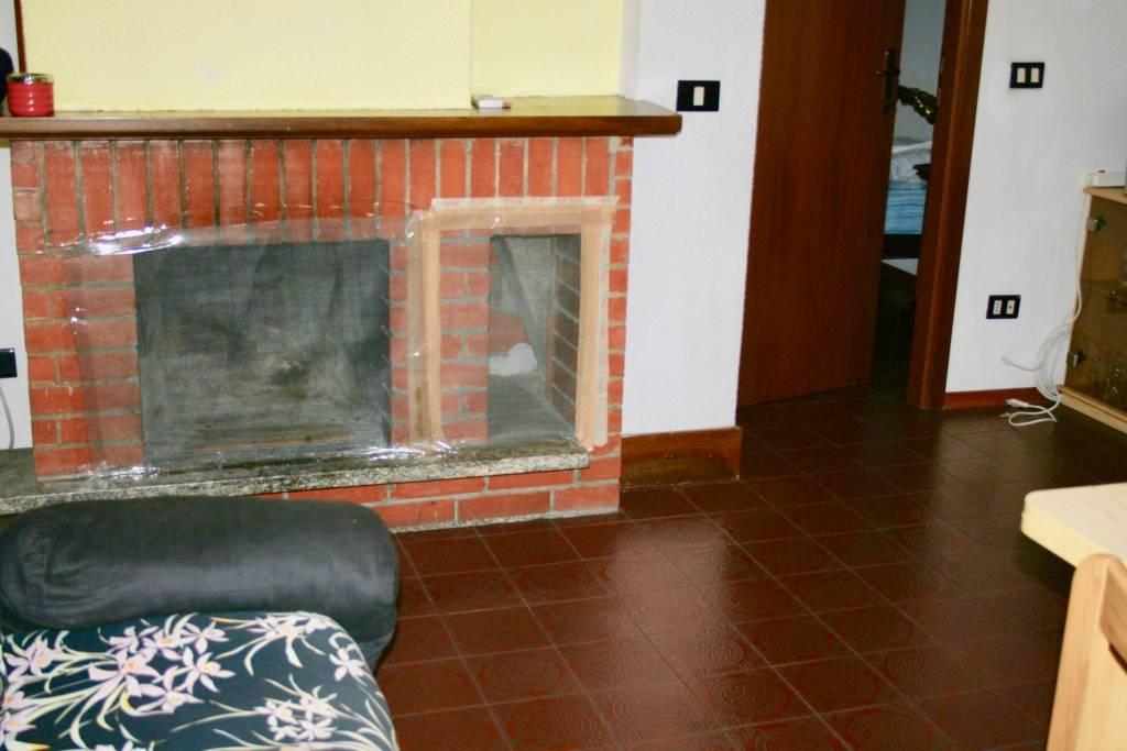 Appartamento in buone condizioni arredato in affitto Rif. 9268967