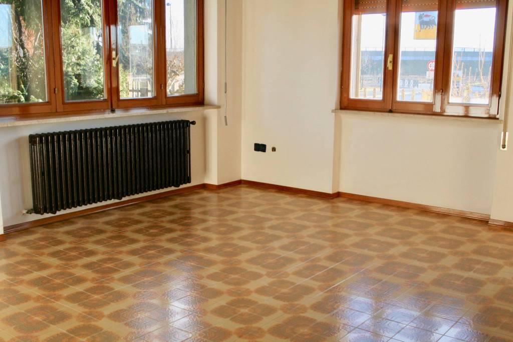 Appartamento in buone condizioni in affitto Rif. 9268968