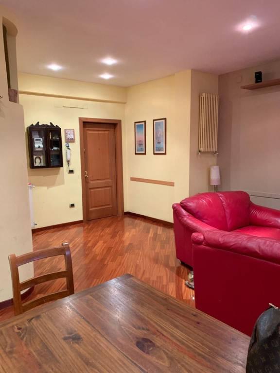 Appartamento in buone condizioni arredato in affitto Rif. 9272972