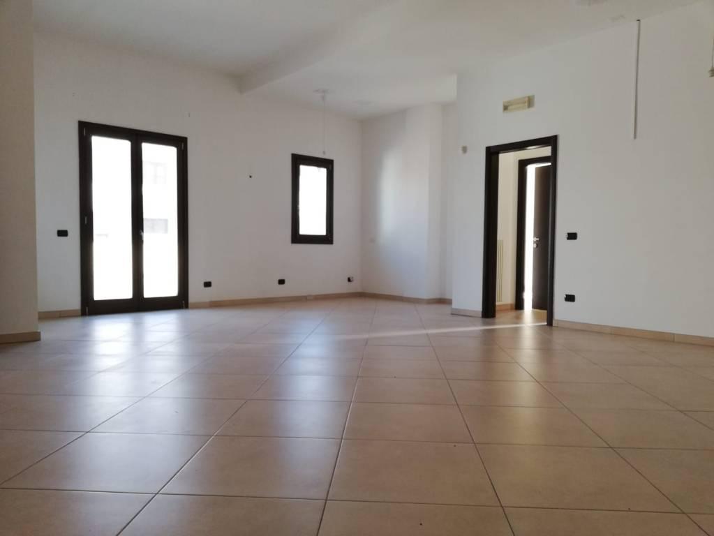 Appartamento in ottime condizioni in affitto Rif. 9270815