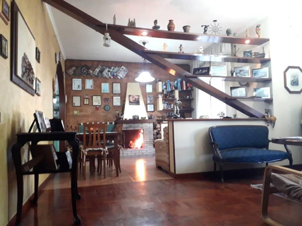 Appartamento in buone condizioni in vendita Rif. 9271076