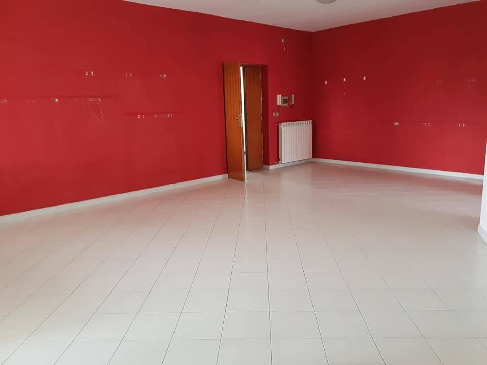 Appartamento in buone condizioni in vendita Rif. 9271170