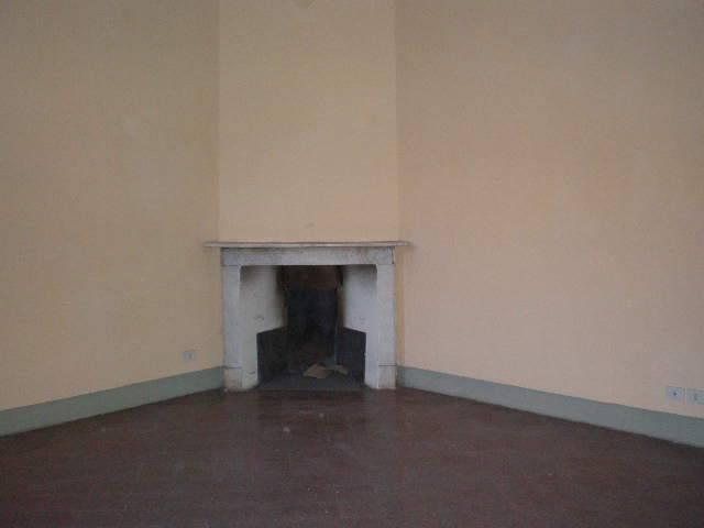Rif. 207-AMR Via Cavour Appartamento non arredato in palaz
