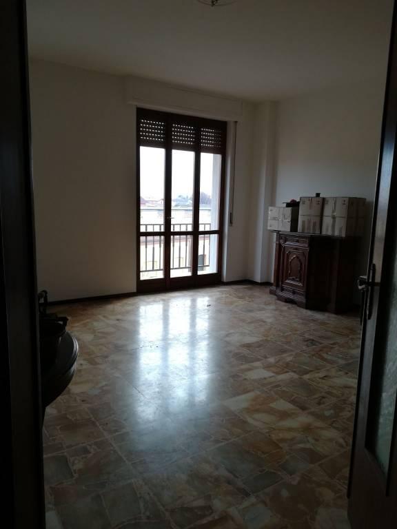 Appartamento in buone condizioni in vendita Rif. 9270803