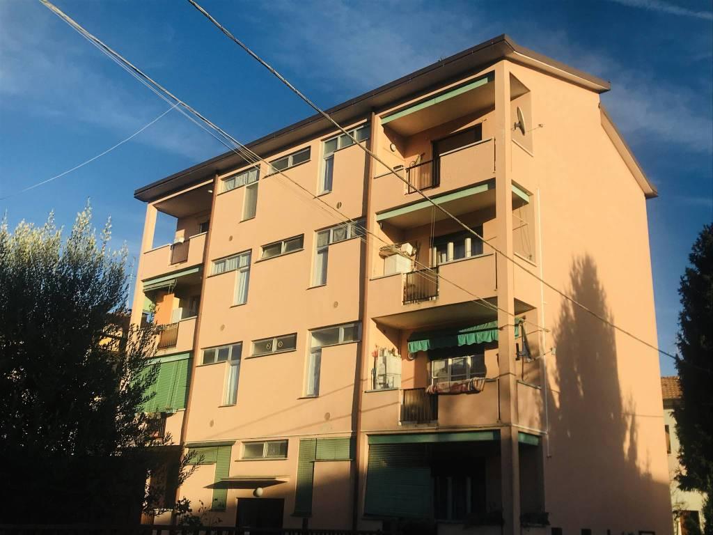 appartamento di 3 vani e servizi con box e cantina a Cabiate