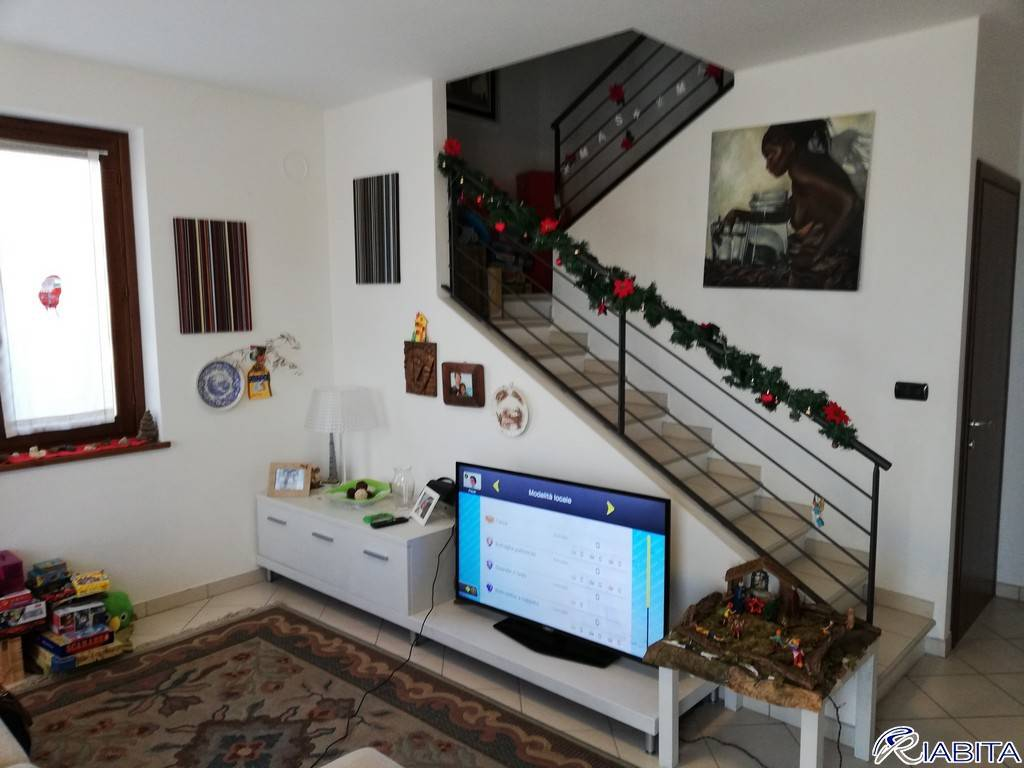 Villa in Vendita a Gazzola Periferia: 5 locali, 160 mq
