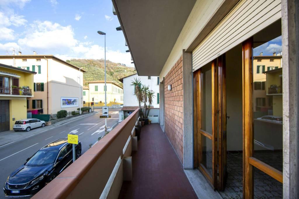 Appartamento in buone condizioni parzialmente arredato in vendita Rif. 9269376