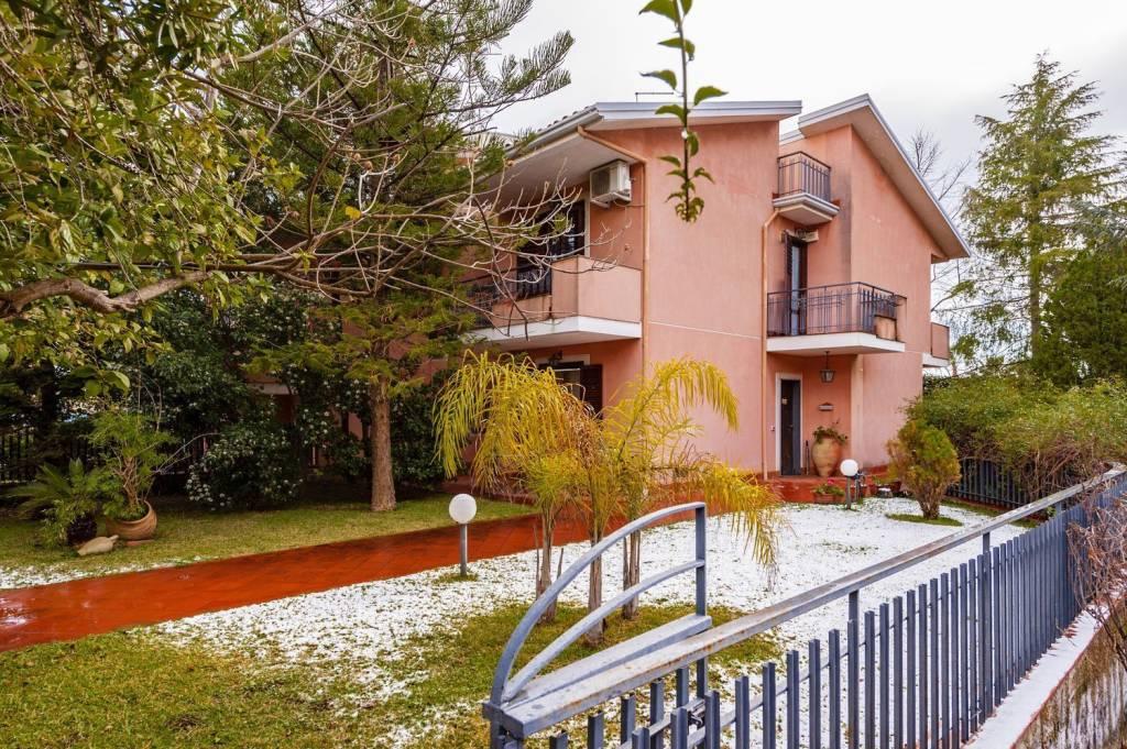 Villa 5 locali in vendita a Viagrande (CT)