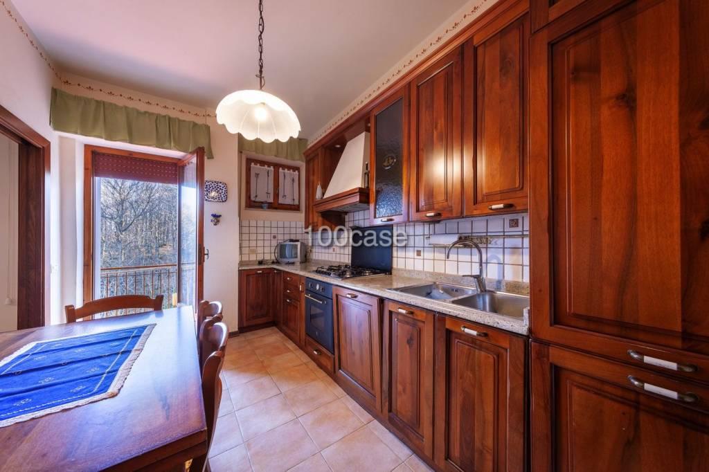 Appartamento in buone condizioni parzialmente arredato in vendita Rif. 9271484