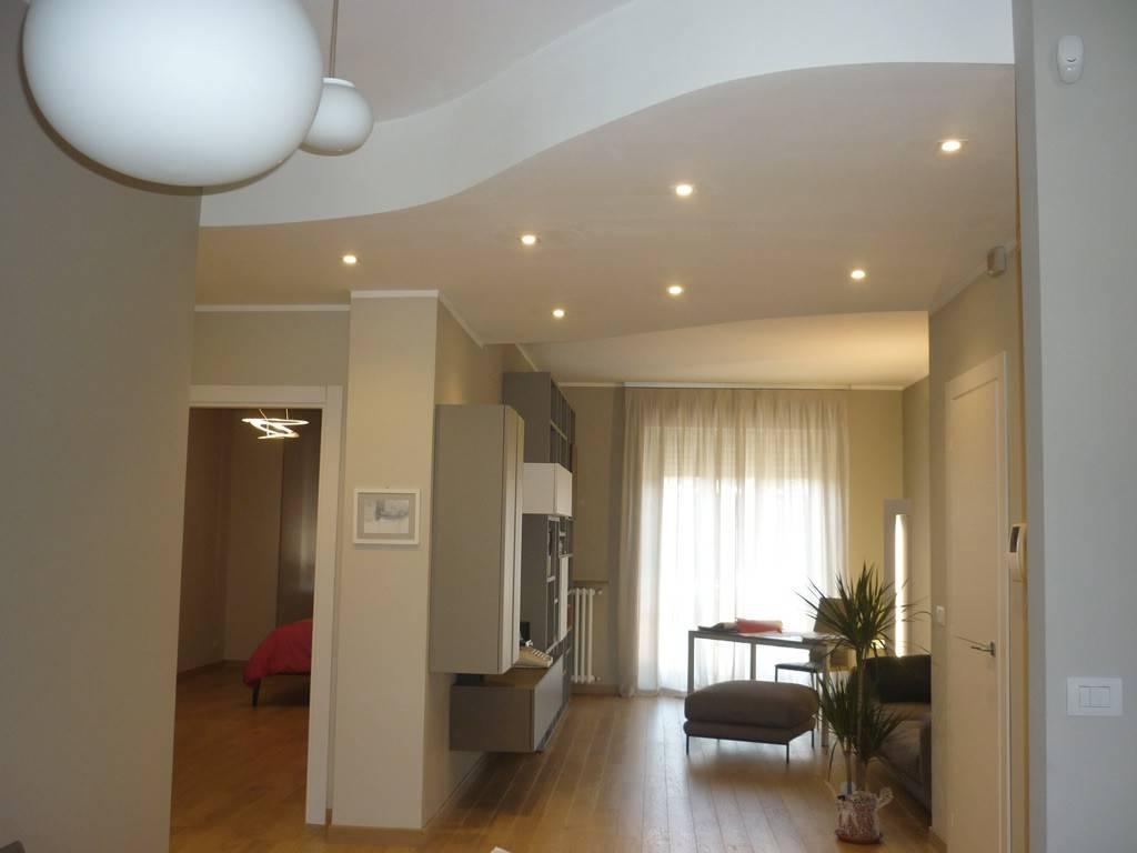 Appartamento in ottime condizioni in vendita Rif. 9273685