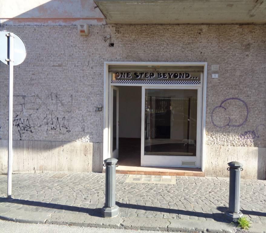 Negozio / Locale in affitto a Bracciano, 1 locali, prezzo € 600   CambioCasa.it