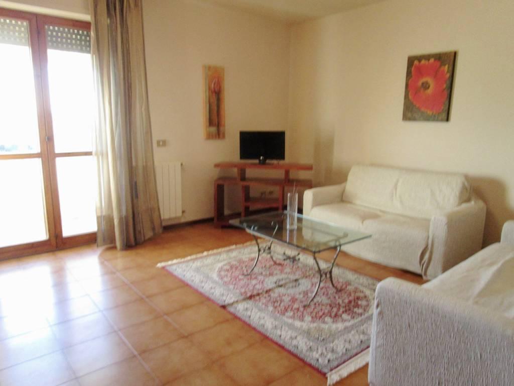 Appartamento in ottime condizioni arredato in affitto Rif. 9268926