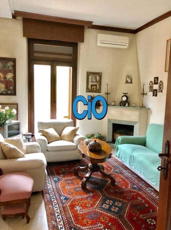 Appartamento in vendita 6 vani 160 mq.  via San Mamolo 95 Bologna