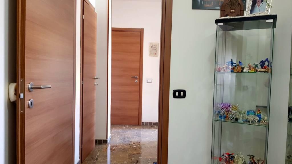 Appartamento in buone condizioni parzialmente arredato in vendita Rif. 9270639