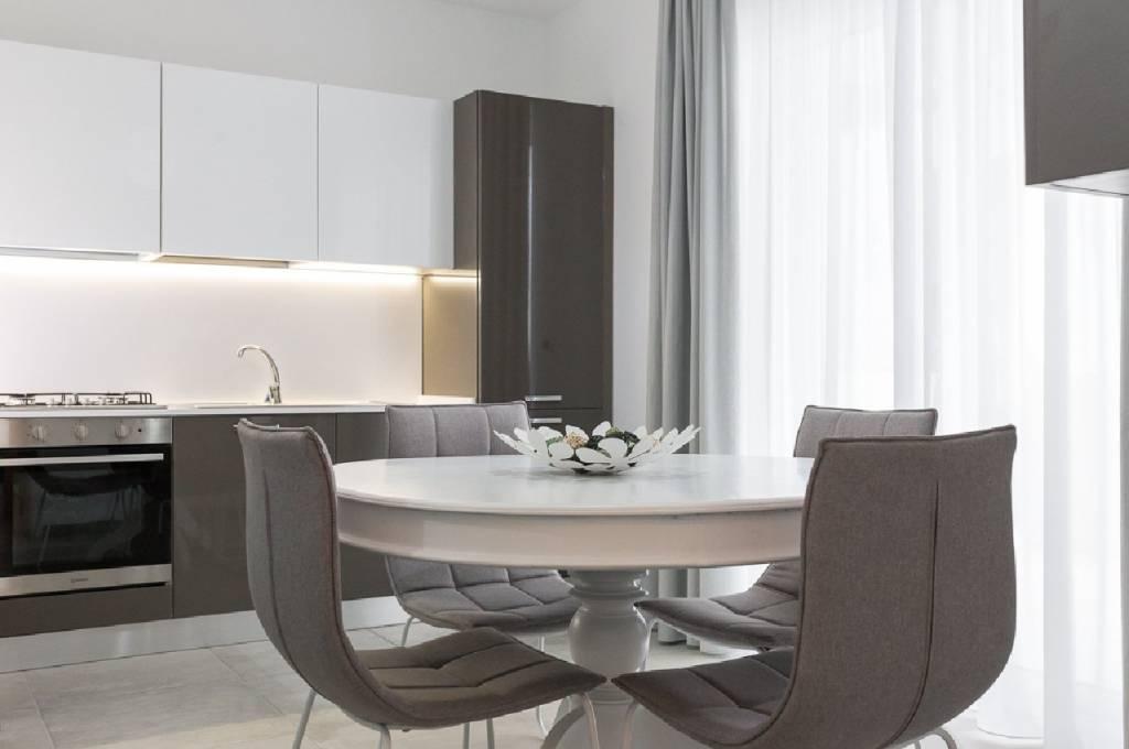 Appartamento parzialmente arredato in vendita Rif. 9273806