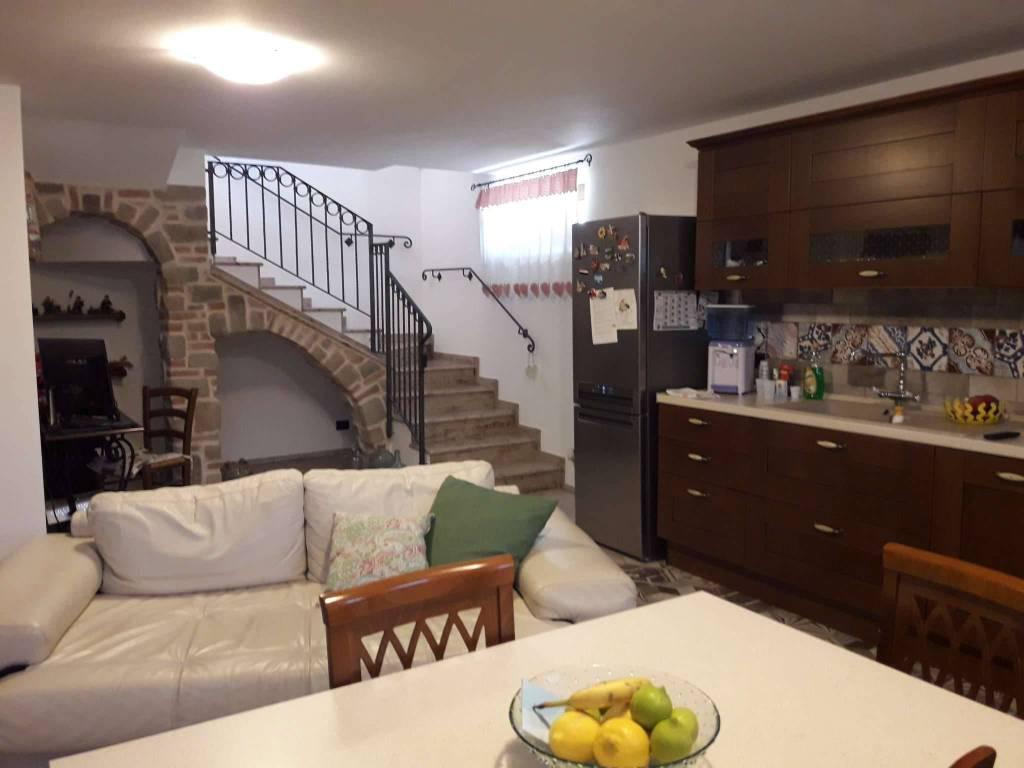 Villa in vendita a Lurate Caccivio, 4 locali, prezzo € 449.000 | PortaleAgenzieImmobiliari.it