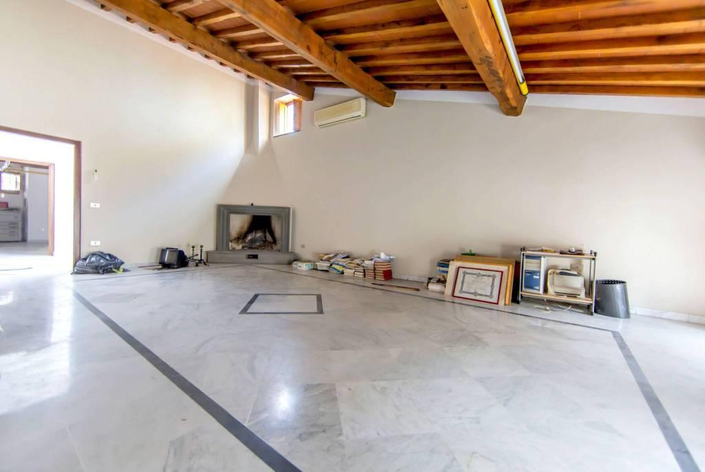 Appartamento in ottime condizioni parzialmente arredato in vendita Rif. 9285424