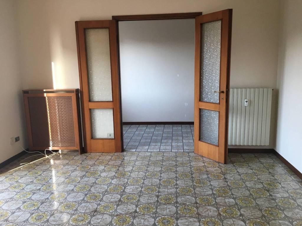 Appartamento in buone condizioni in affitto Rif. 9287482