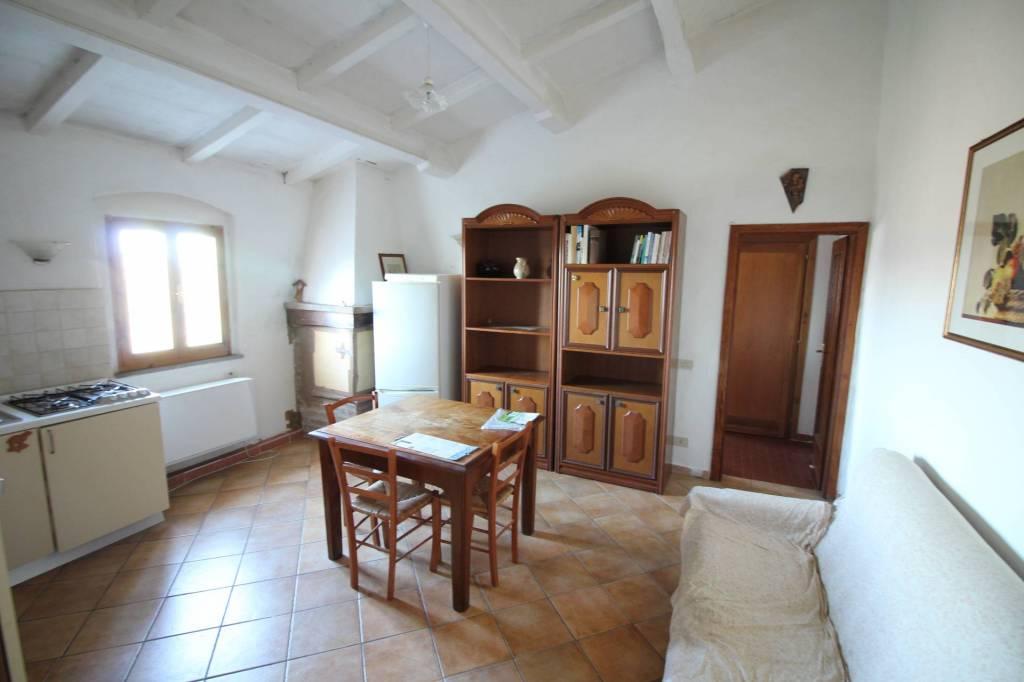 Appartamento in buone condizioni arredato in affitto Rif. 9288110