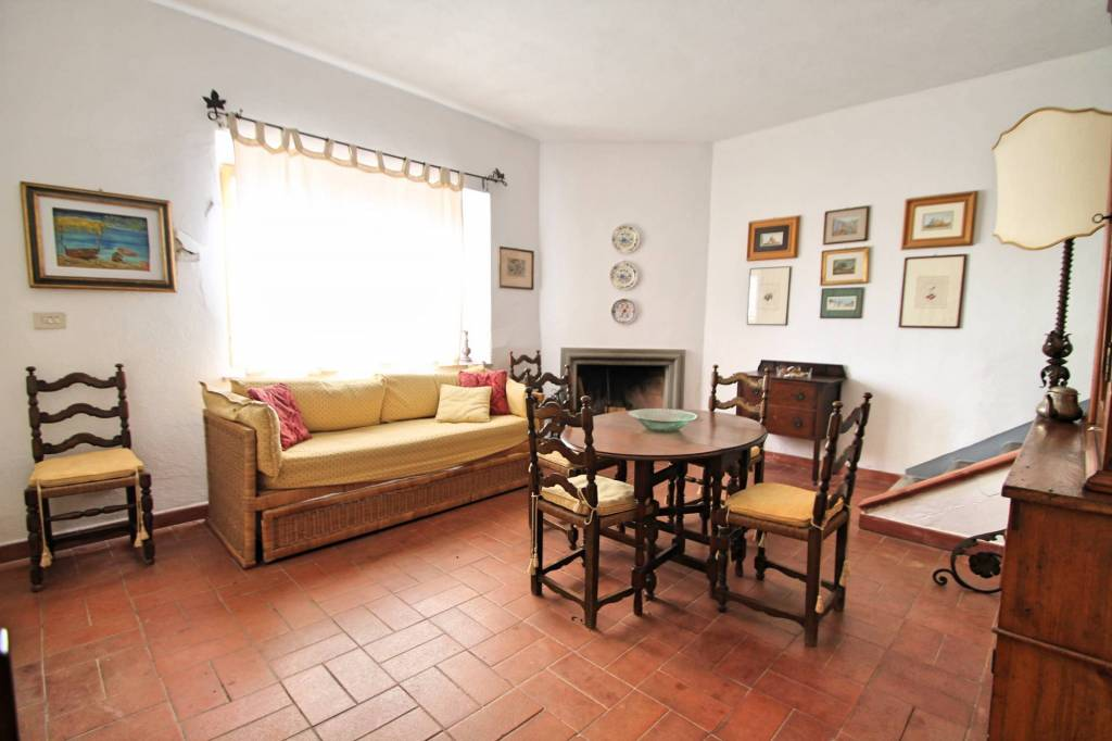 Appartamento in buone condizioni arredato in vendita Rif. 9285559