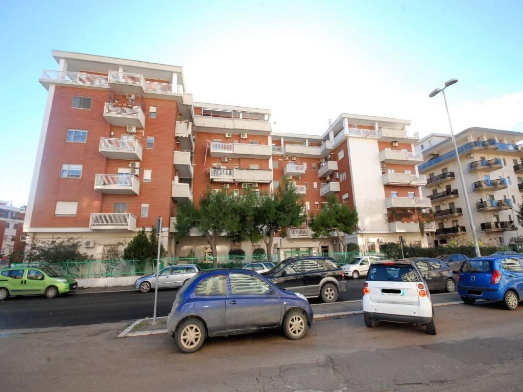 Appartamento in buone condizioni in vendita Rif. 9289912