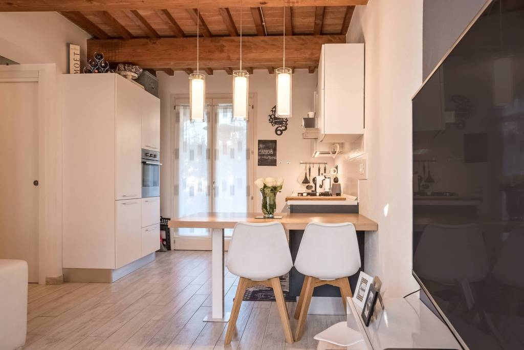 Appartamento in ottime condizioni in vendita Rif. 8271068